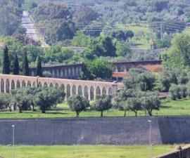 Evora - Agua de Prata Aqueduct by Ken & Nyetta @Wikimedia.org