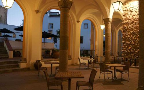 pousada de vora convento dos l ios hotels vora portugal. Black Bedroom Furniture Sets. Home Design Ideas