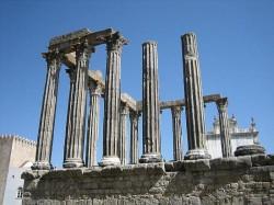 Évora - Temple of Diana byBosc d'Anjou @Wikimedia.org