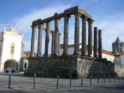 Évora - Temple of Diana by Darwinius @Wikimedia.org-500