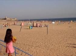 Lisbon - Carcavelos Beach by Zoe @Wikimedia.org