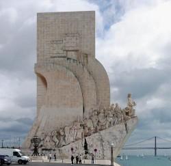 Lisbon - Discoveries Monument by Alvesgaspar @Wikimedia.org