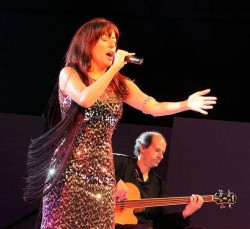 Lisbon - Fado Music - Ana Moura by Henryk Kotowski @Wikimedia.org